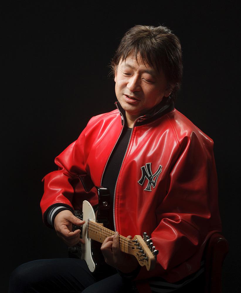宣材写真ギターを弾く男性