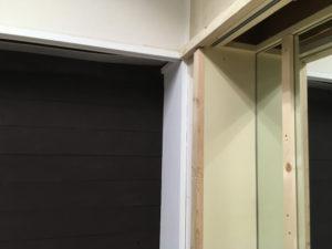 横板設置のための間柱設置